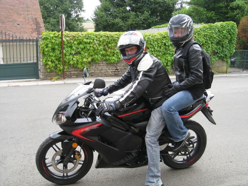 La Yamaha TZR 50 peut accueillir un passager