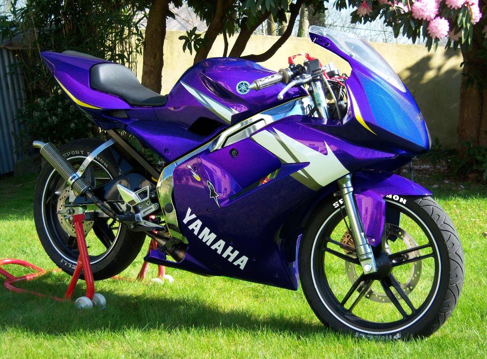 Yamaha TZR équipée pour la compétition